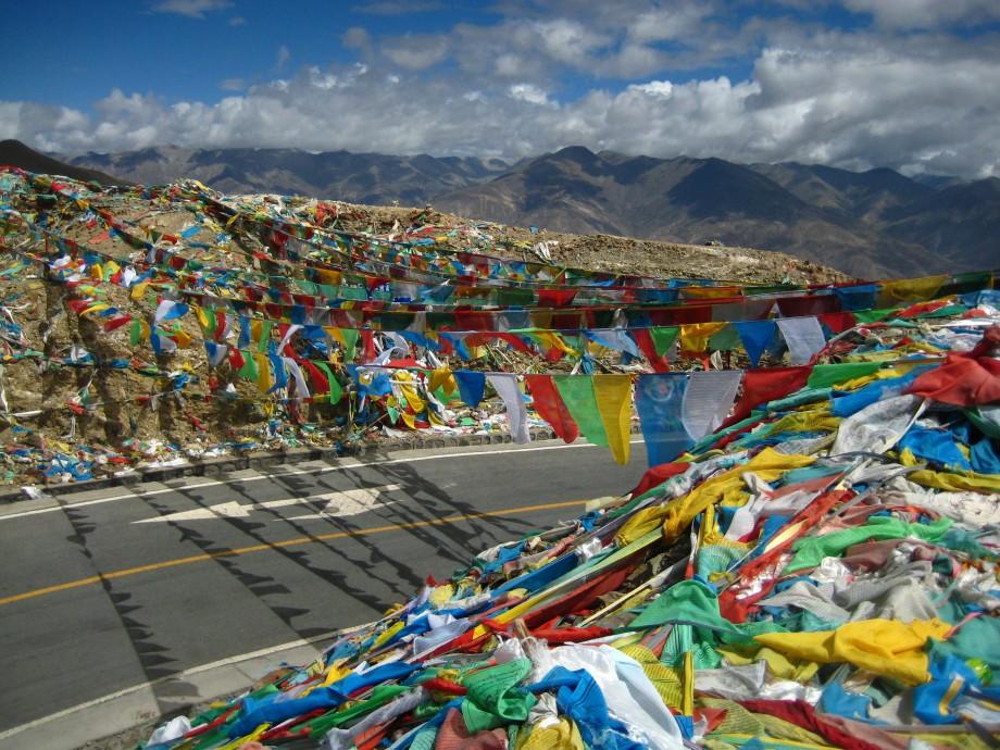 Böneflaggorna sänder bönerna mot himlen