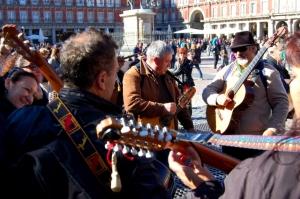Folk songs by spontaneous folk singers