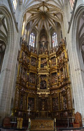 The golden altar piece by Gaspar Becerra is considered a masterpiece in Spanish renaissance style