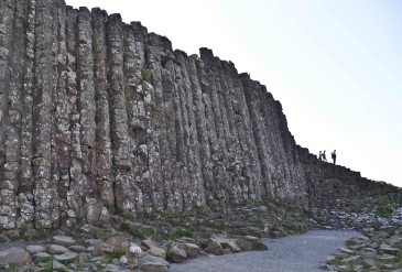 The tallest columns are about 12 metres (39 ft) high, and the solidified lava in the cliffs is 28 metres (92 ft) thick in places.